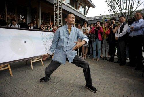 Jack Ma es un emprendedor que mezcla la cultura estadounidense de los negocios con elementos del taoísmo, budismo y taichi. Imagen tomada del portal tech.hexun.com